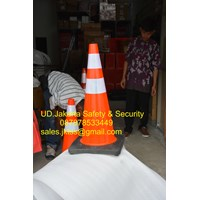 TRAFFIC CONE SAFETY KEAMANAN JALAN KENDARAAN PVC HIGH QUALITY REFLECTIVE BLACK BASE DIAMETER 28 INCH