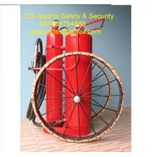 alat alat pemadam kebakaran api besar spbu catridge racun api beroda 150 kg trolly murah