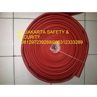 SELANG AIR HYDRANT PEMADAM KEBAKARAN API RED RUBBER SYNTEX 1-5 INCH 16 BAR+KOPLING MACHINO KUNINGAN 1