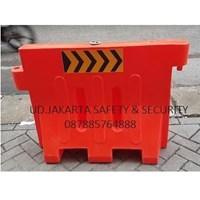 PEMBATAS JALAN ROAD BARRIER SEPARATOR TRAFFIC BLOCK ORANGE RAMBU TANAGA MURAH JAKARTA 1