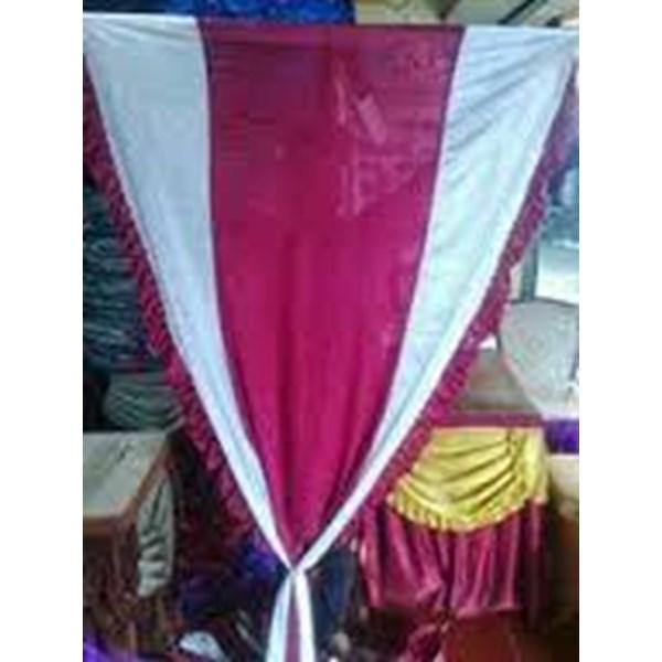 Tirai tiang tenda pesta