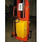 Hand Stacker Semi Electric DALTON Kapasitas 1 sampai 2 Ton Tinggi Angkat 2 Meter sampai 3.5 Meter 1