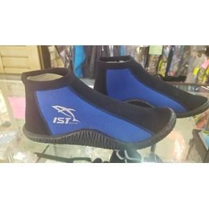 Sepatu untuk Diving dan Snorkling di Karang