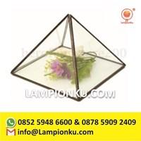 Pengrajin Vas Kaca Terrarium Prisma Segitiga Tanaman