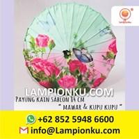 Payung Kain Lukis Hias Motiv MAWAR dan KUPUKUPU