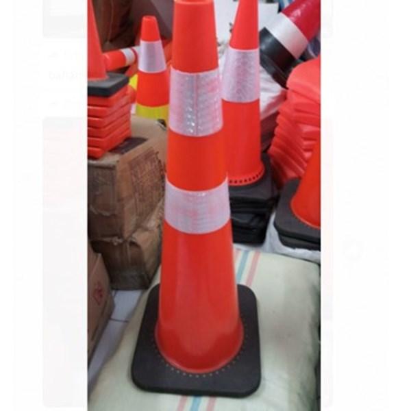 Traffic Cone Kerucut Pembatas Jalan 90 cm LOKAL Bahan Rubber