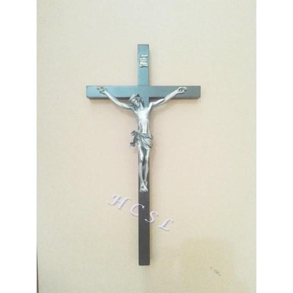 Salib Dinding Kayu Coklat Persegi Corpus Yesus Abu 32Cm Wcr-1020