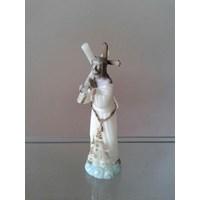 Patung Yesus Memanggul Salib Putih - YMSpt