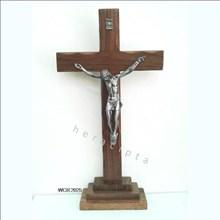 Salib Duduk Kayu Coklat 33cm (WCR-2025)