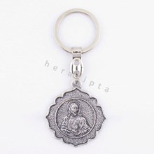 Key chains ' sacred heart ' round