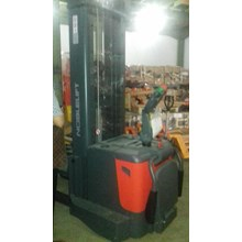 Distributor Hand Stacker Electric  0818681372