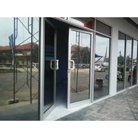 Pintu Swing Aluminium Kaca