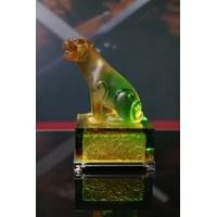 Hiasan Patung Kerajinan Crystal  Shio Macan (Coloured Glaze -- Tiger)