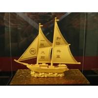 Distributor Pajangan Lapis Emas Kapal Layar L22 Souvenir Dekorasi Rumah Tangga  3