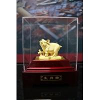 Distributor Pajangan 12Shio Patung Babi Souvenir Lapisan Emas 24K 3
