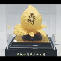 Pajangan  Patung Sou Thao Buah Persik Souvenir Lapisan Emas 24K