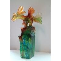 Distributor Pajangan Patung Elang  Souvenir Kristal Kaca 3