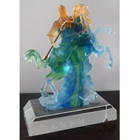 Distributor Pajangan Patung Guan Yu  Souvenir Kristal Kaca 3