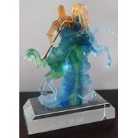 Beli Pajangan Patung Guan Yu  Souvenir Kristal Kaca Ukuran Kecil 4