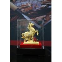 Distributor Pajangan Patung Kuda Lapisan Emas 24K 3