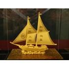 Pajangan Kapal Lapisan Emas Cocok Dibuat Pajang Atau Dijadikan Souvenir  2