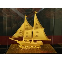 Jual Pajangan Kapal Lapisan Emas Cocok Dibuat Pajang Atau Dijadikan Souvenir  2