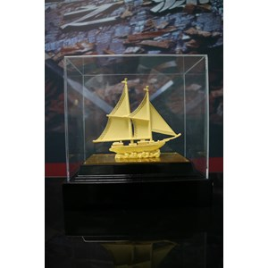 Pajangan Kapal Lapisan Emas Cocok Dibuat Pajang Atau Dijadikan Souvenir