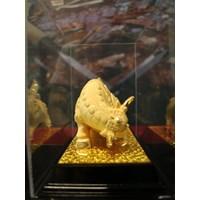 Distributor Pajangan Patung Sapi Lapisan Emas Dekorasi Rumah  3