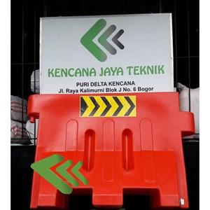 Pembatas jalan - Road barrier