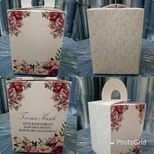 Kotak Souvenir Ukuran 8 x 8 x 11 cm