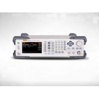 DSG3030 9KHZ to 3GHZ RF Signal Generator