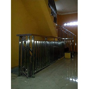 Railing tangga minimalis hollo