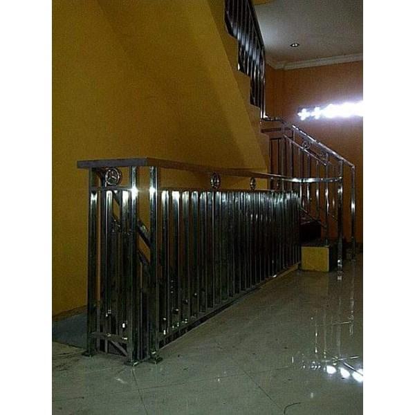 Railing tangga minimalis hollo