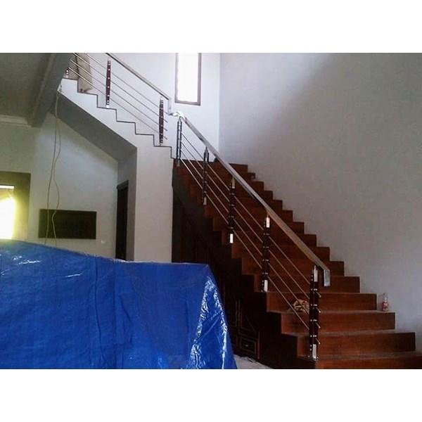 Railing tangga tiang tk kayu