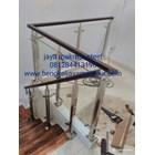 Railing tangga kaca trmperd handrail kayu 2