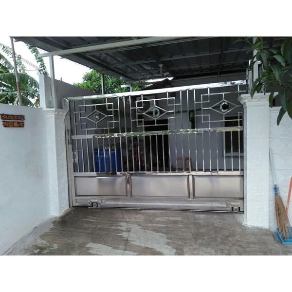 Pintu garasi pagar minimalis
