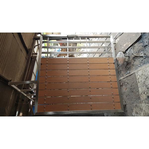 Pintu Pagar kayu wpc