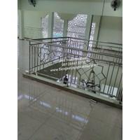 Railing ladder