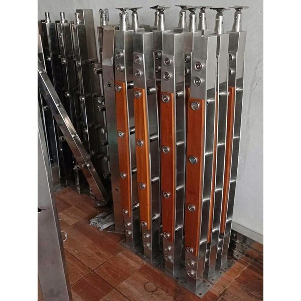 Tiang railing tangga stainless & kayu j001
