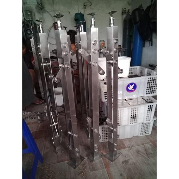 Tiang railing tangga stainless k001