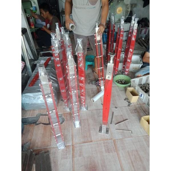 Tiang raing tangga kayu j001