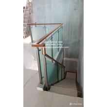 Railing tangga stainless kaca temperd sandblast