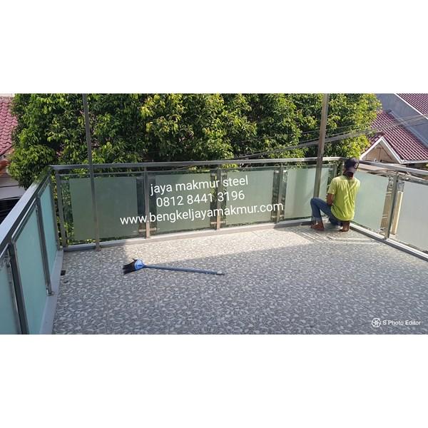 Railing balkon stainless kaca temperd sandblas stiker