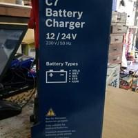 Cas Aki Mobil Battery charger merk BOSCH C7 12/24V 1