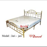 Tempat Tidur Model Jari Jari