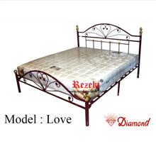 Tempat Tidur Model Love
