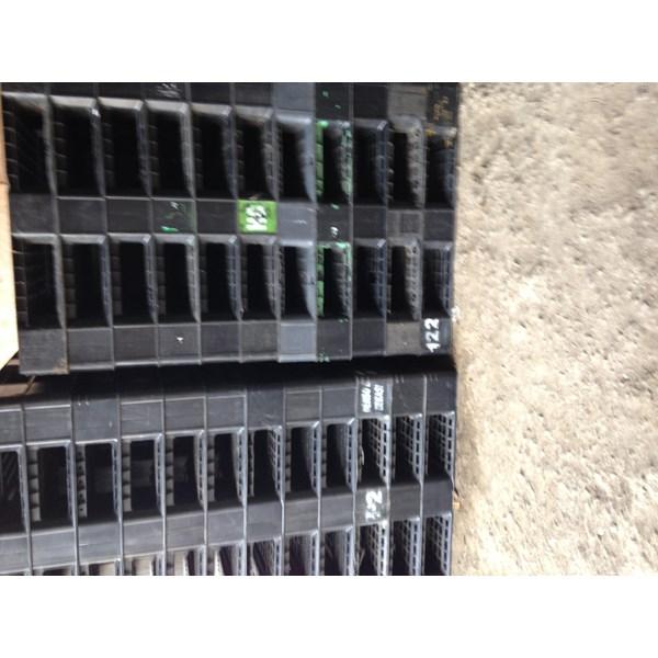 Pallet plastik bekas semua ukuran 130x110x15 cm