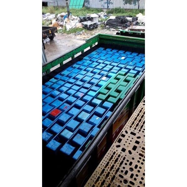 Pallet plastik bekas ukuran 120x100x15 cm mangkok