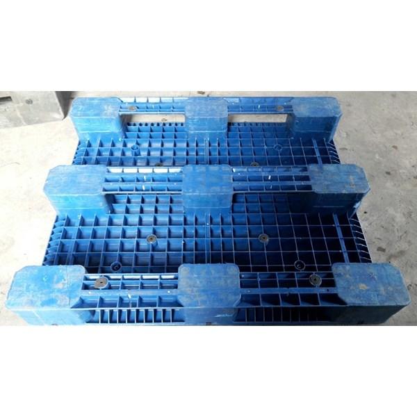 Pallet plastik bekas / baru dengan kondisi 80% dengan ukuran 120x100x16 cm