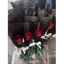 bunga tangkaian mawar merah